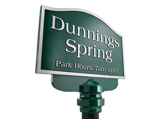 Dunning Sign has Dark Green Background